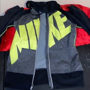 Women's size small Nike therma-fit hoodie